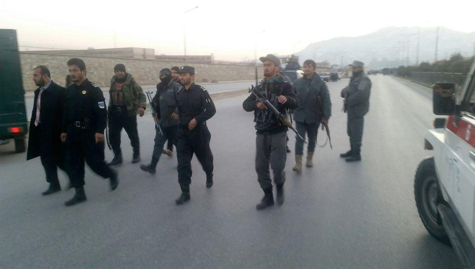 Sicherheitskräfte nahe dem Anschlagsort in Kabul
