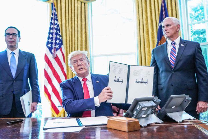 US-Präsident nach der Unterzeichnung der jüngsten Sanktionen gegen Iran