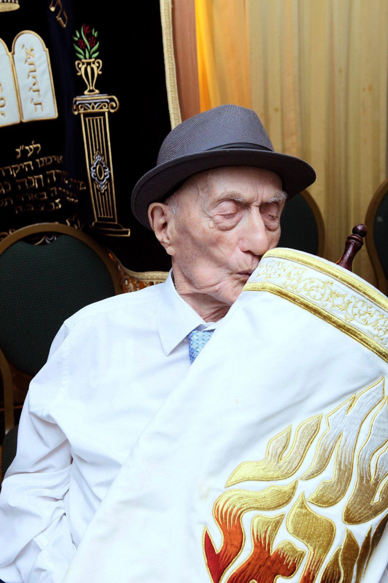 Israel Kristal feiert Bar Mizwa im Alter von 113 Jahren