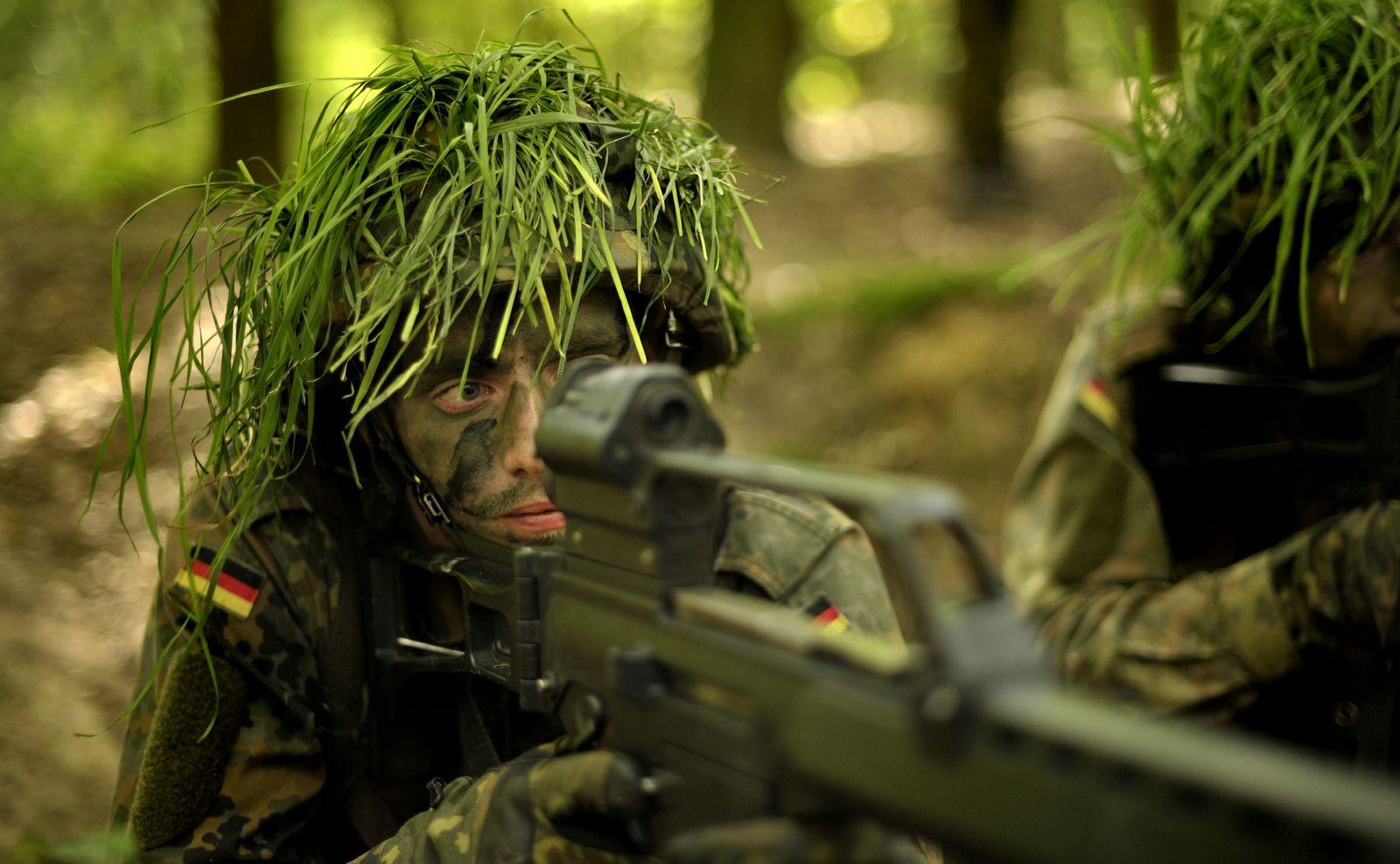 NICHT VERWENDEN Aubildung/Bundeswehr/Militaer/Rekruten/HK G36