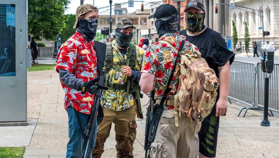 Bewaffnete Demonstranten in Louisville, Kentucky, 30. Mai 2020
