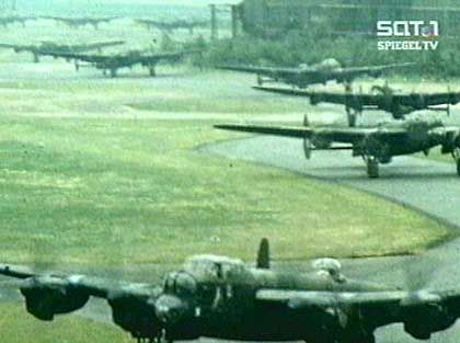 Beladen mit tödlicher Fracht: Start eines alliierten Bombergeschwader