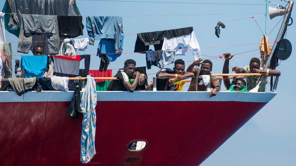 Migranten auf einem Touristenboot vor Malta, 2. Juni 2020