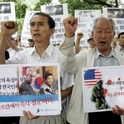 Protestierende Südkoreaner: Das Bangen geht weiter