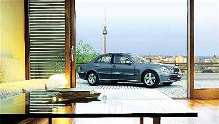 Parkhaus der Zukunft: Balkon mit Auto