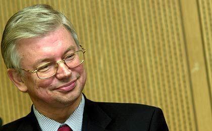 Koch kann gut lachen: In den Umfragen liegt er deutlich vor seinem SPD-Herausforderer