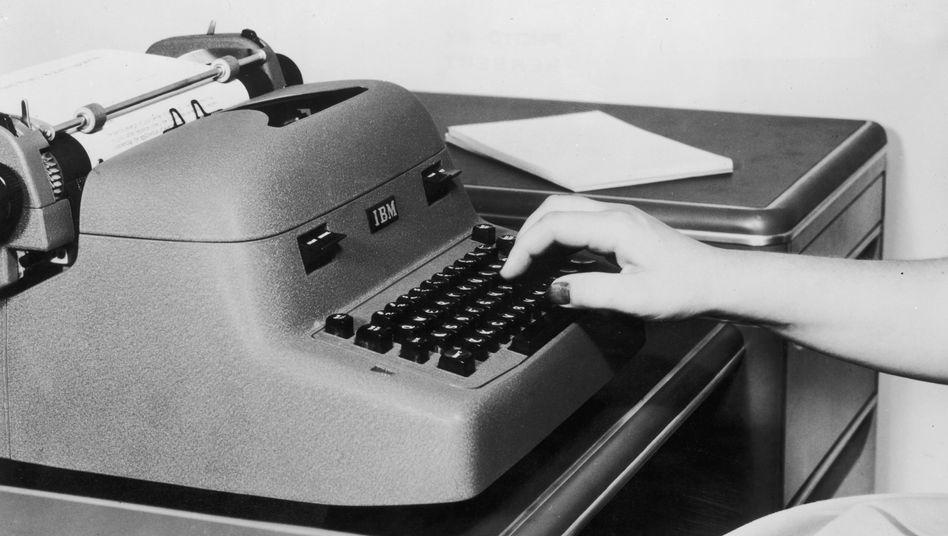 Elektrische Schreibmaschine von IBM 1965: Die erste wurde am 7. Mai 1957 auf der Hannover-Messe in der Büromaschinen-Fachausstellung präsentiert.