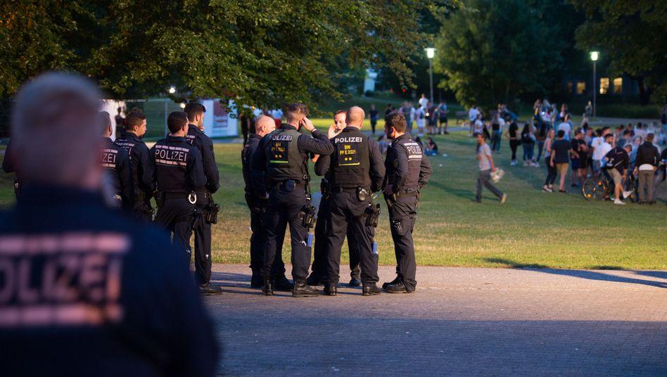 Polizisten sichern die Schorndorfer Woche