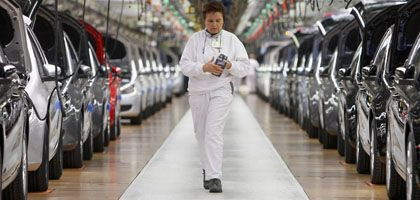 A worker at the VW plant in Wolfsburg: German business leaders are crying out for a major economic stimulus program.