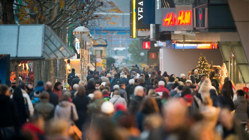 Fußgängerzone in Stuttgart (Archivbild): Nicht nur kleine Einzelhändler bedroht