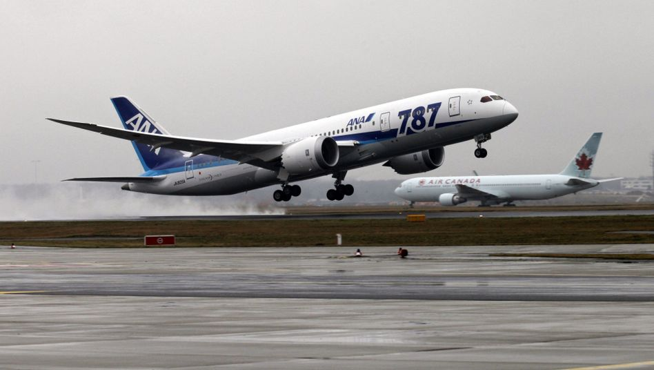Strong sales of its 787 Dreamliner pushed Boeing ahead of European rival Airbus in 2012.