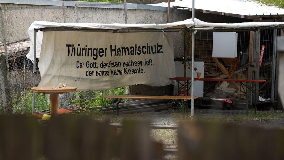 """THS-Plakat im Hinterhof des Braunen Hauses in Jena: """"Wir hatten nur Brandt"""""""