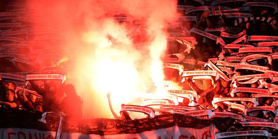 Pyro-Vorfall in Nürnberg: Eintracht-Fans fielen wiederholt negativ auf