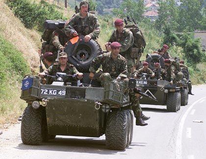 Am 12. Juni 1999 rücken Nato-Soldaten in den Kosovo ein: Doch die Russen sind schon da
