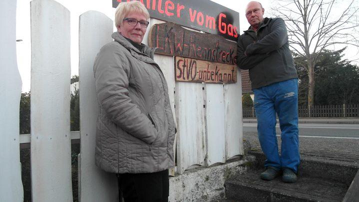 Mecklenburg-Vorpommern: Autobahnverkehr im Dorf