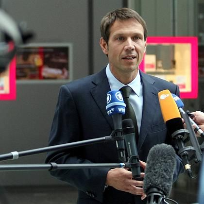 Erklärungsnot: Telekom-Chef René Obermann bei seinem Statement zur Spionage-Affäre