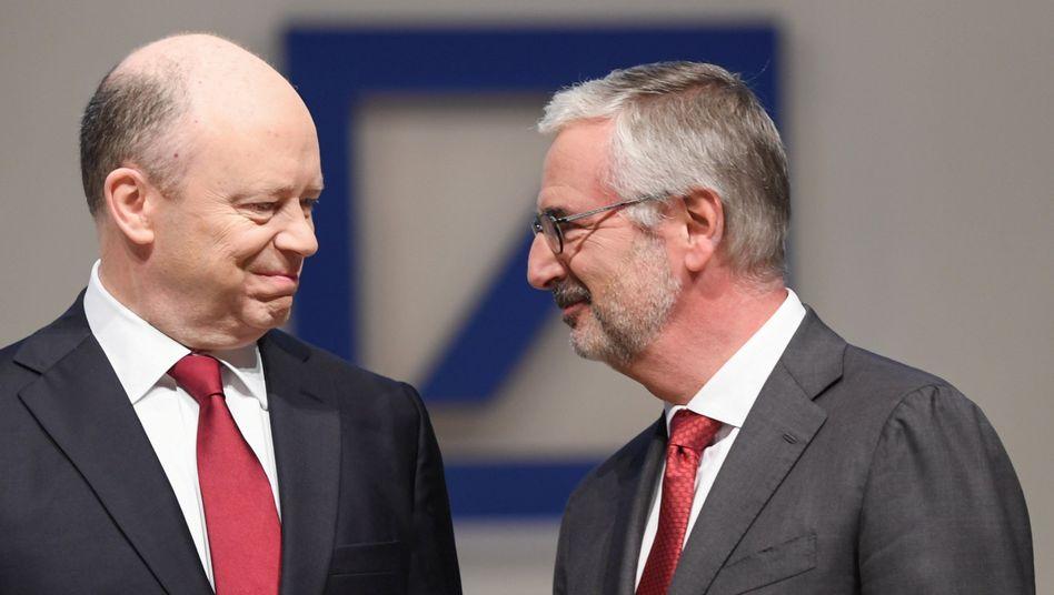 Der Co-Vorstandsvorsitzende der Deutschen Bank, John Cryan (l.), und der Aufsichtsratsvorsitzende Paul Achleitner