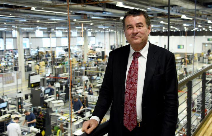 Stefan Dräger, Vorstandsvorsitzender von Drägerwerk, in einer Lübecker Produktionshalle des Unternehmens