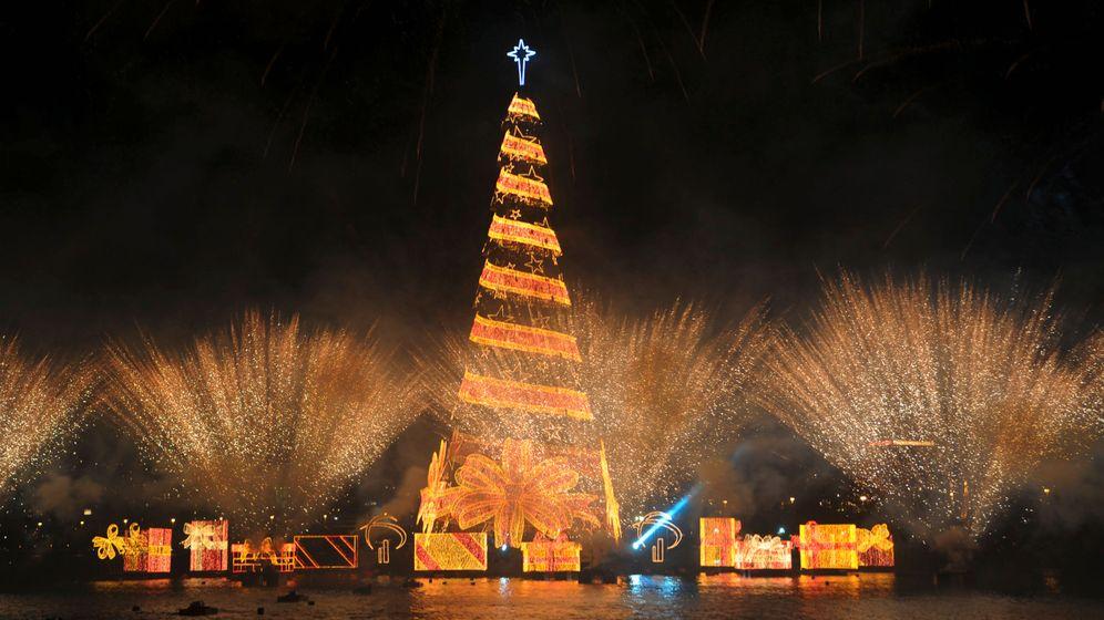 Rio de Janeiro: Riesen-Weihnachtsbaum auf dem See