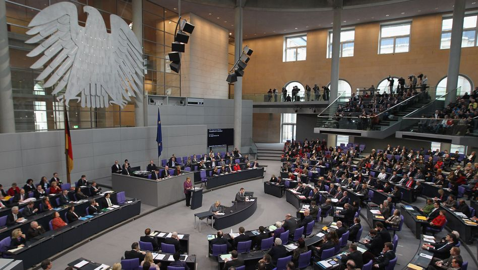 The German parliament must have a greater role in euro decisions, the top court has ruled.