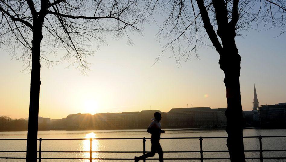 Jogger an der Binnenalster: Laufen bringt die Dinge im Kopf in Bewegung