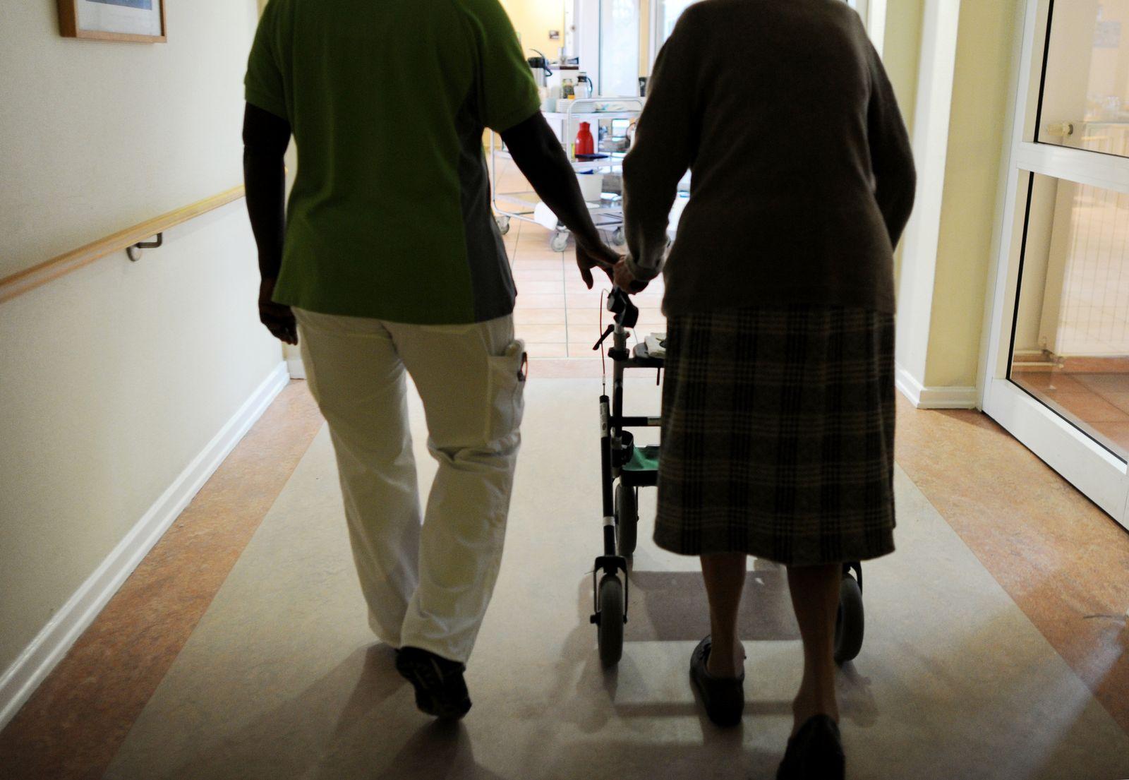 EINMALIGE VERWENDUNG Altenpflege