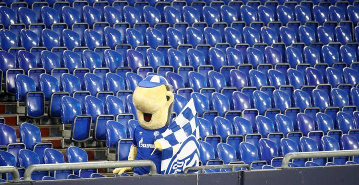 Bonjour tristesse: Das Schalker Maskottchen im Stadion ohne Fans