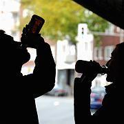 Jugendlicher Alkoholkonsum: Zahl der Krankenhauseinweisungen aufgrund von Alkoholmissbrauch hat sich in den letzten Jahren verdoppelt