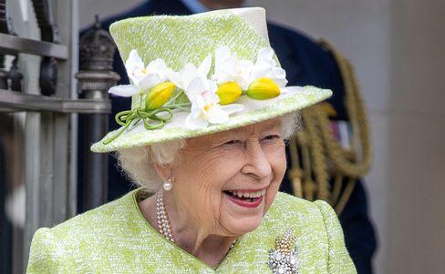 Queen Elisabeth II. in limettengrünem Kostüm: Endlich wieder ein normaler Termin