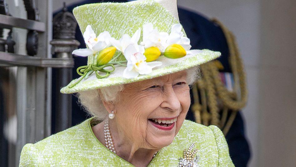 Queen Elizabeth II. in limettengrünem Kostüm: Endlich wieder ein normaler Termin