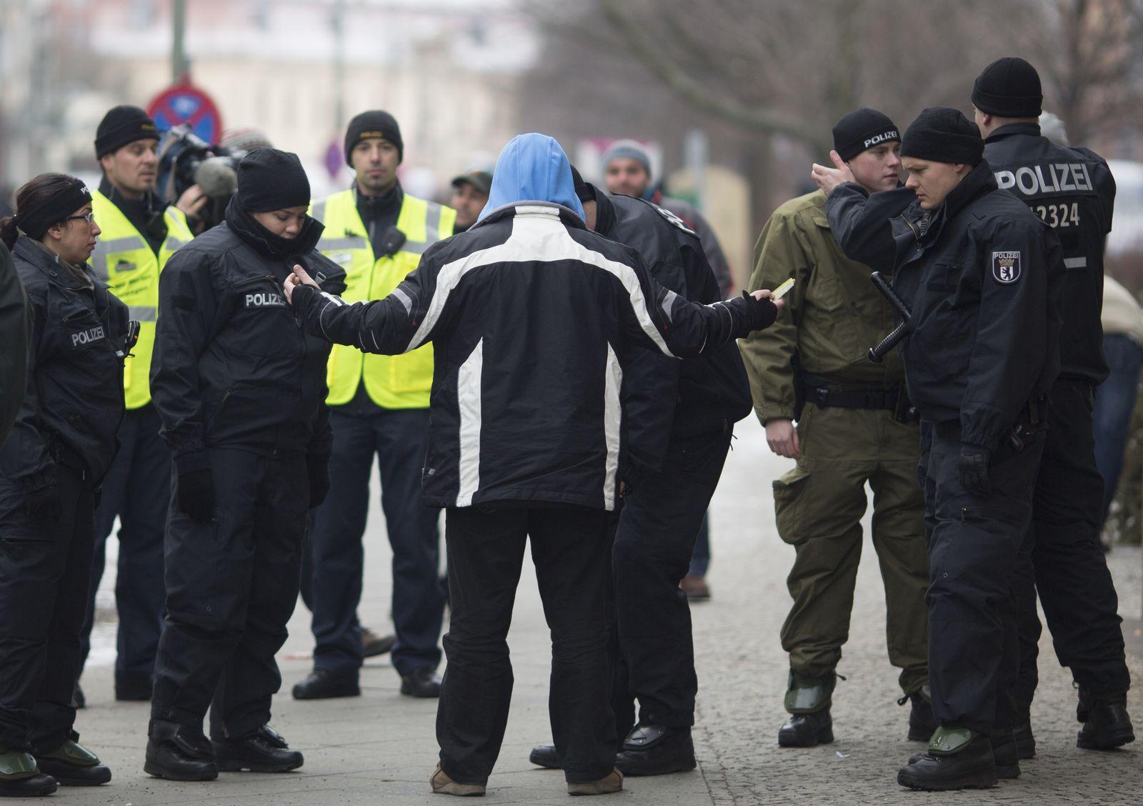Salafisten/ Kundgebung/ Polizei