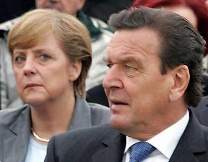 Kanzlerkandidatin Merkel, Kanzler Schröder: Geräuschloser Auftritt
