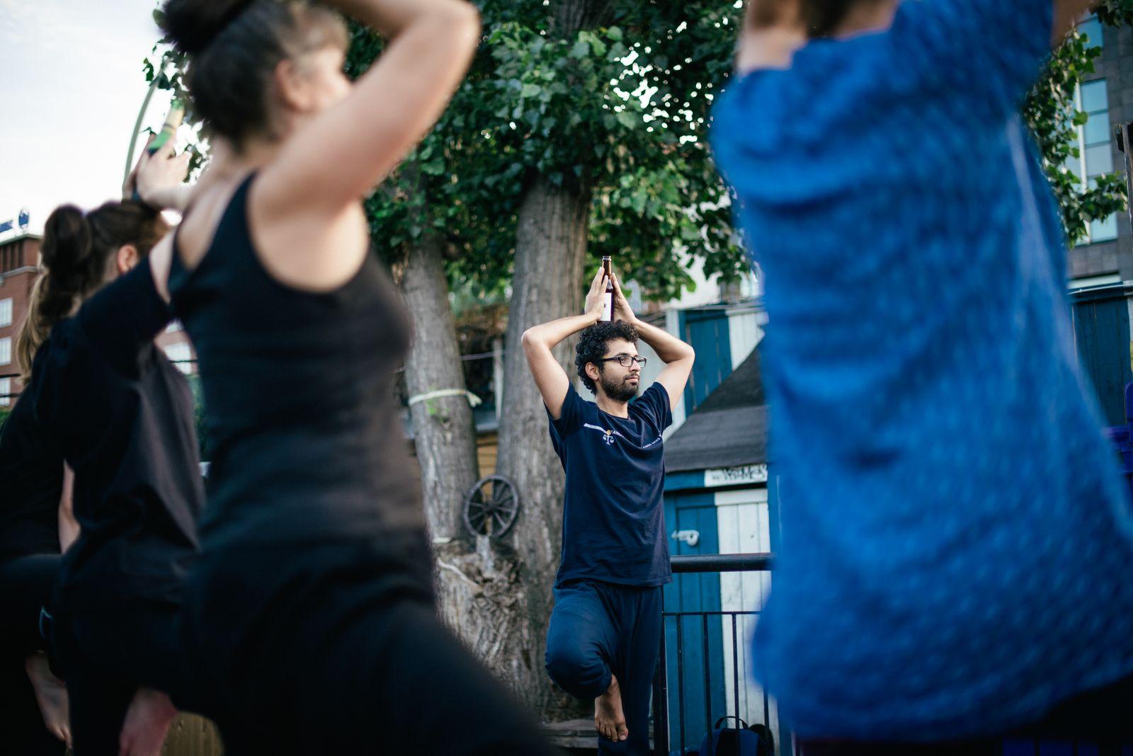EINMALIGE VERWENDUNG Yoga / BierYoga
