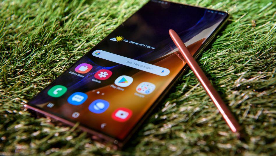 Noch idyllischer würde Samsungs Galaxy Note 20 aussehen, wenn es von der Sonne beschienen würde, statt von einer Fotolampe