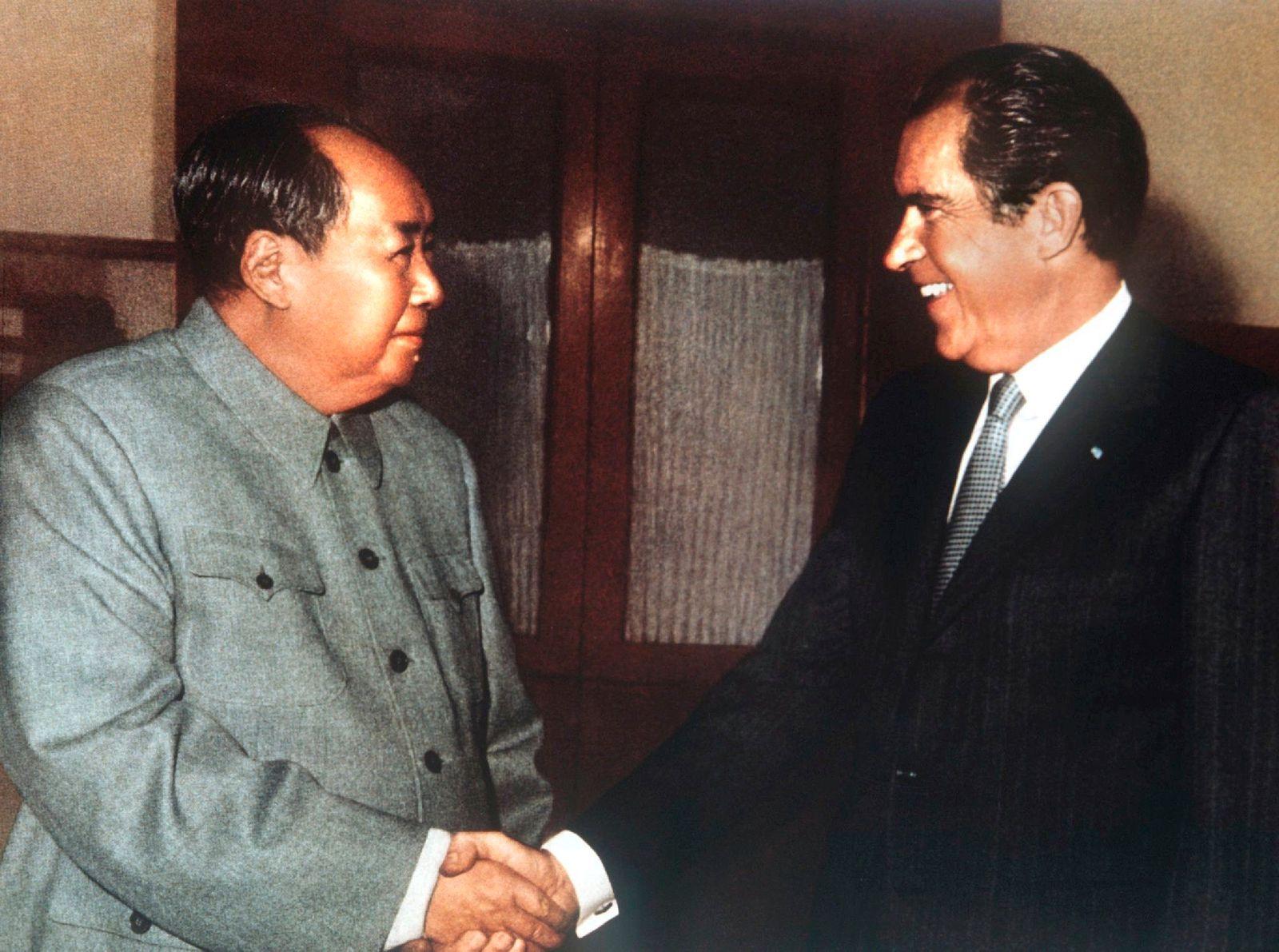 Richard Nixon besucht als erster US-Präsident die VR China