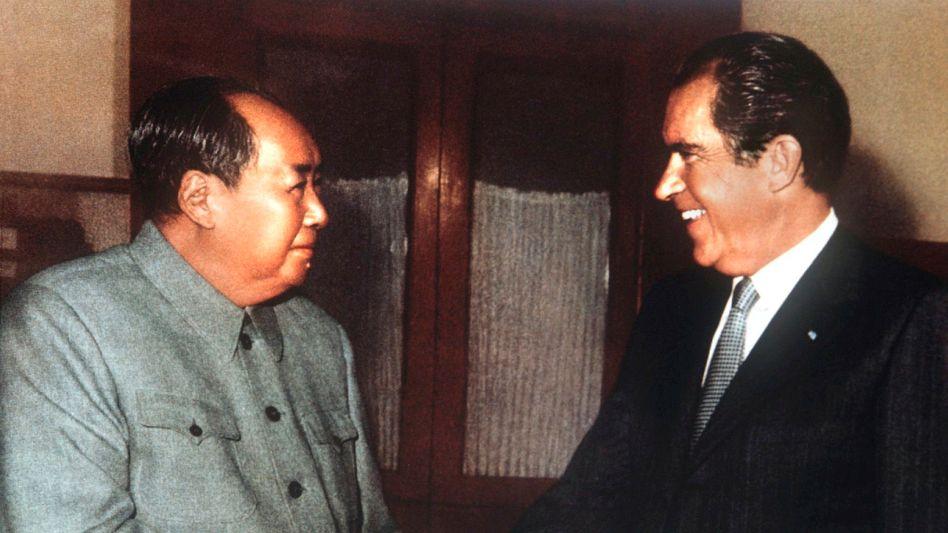 Mao und Nixon in Peking 1972