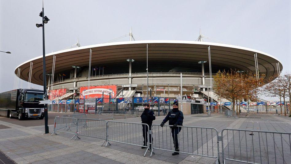 """Polizisten vor Stade de France in Paris: """"Eine ideale Bühne"""""""