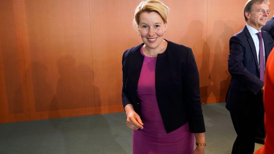 Franziska Giffey Was Tut Die Frauenministerin Eigentlich Fur Frauen Der Spiegel