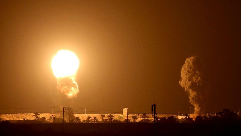 Explosionen nach einem israelischen Luftangriff im September im südlichen Gazastreifen (Archivbild)