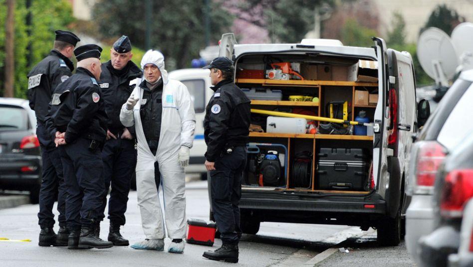 Ermittlungen in Toulouse: Ein Forensiker in der Nähe von Merahs Wohnung