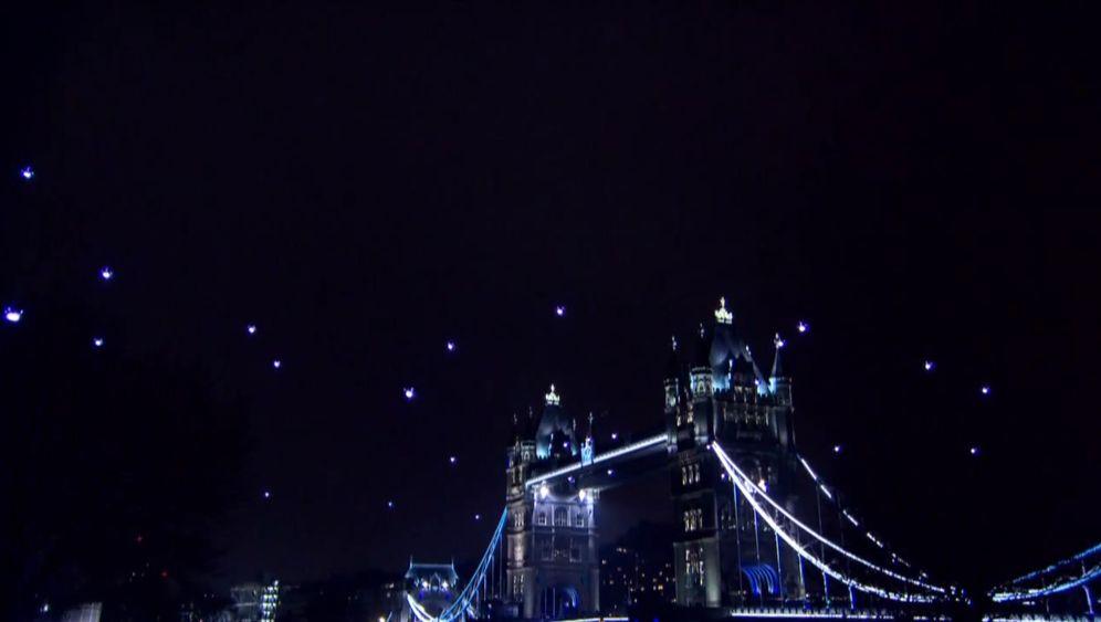 Earth Hour: Künstler formen Star-Trek-Logo aus leuchtenden Drohnen
