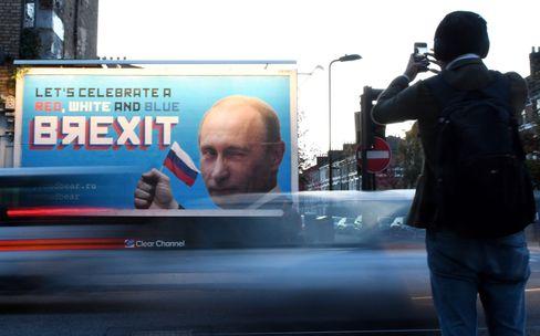Grüße aus Moskau: Ein Plakat in London zeigt Russlands Präsidenten Wladimir Putin - die Aufnahme wurde 2018 gemacht.