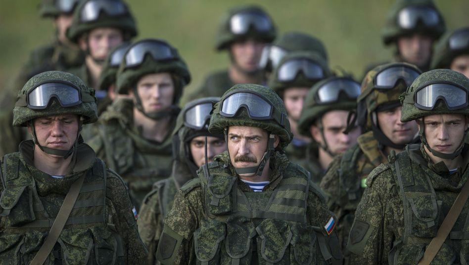 """Russische Soldaten: """"Diskutiert und geprüft"""""""