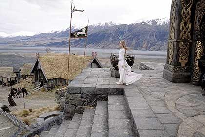 Beeindruckende Landschaften: Prinzessin Éowyn (Miranda Otto) von Rohan erwartet die Gefährten