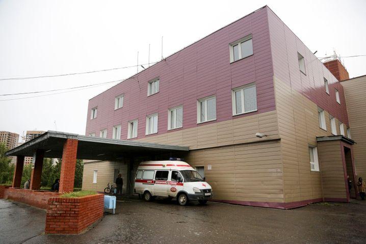 Krankenhaus im sibirischen Omsk, in dem der russische Regierungskritiker Nawalny derzeit behandelt wird