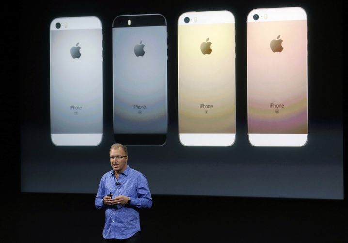 Greg Joswiak präsentiert das iPhone SE