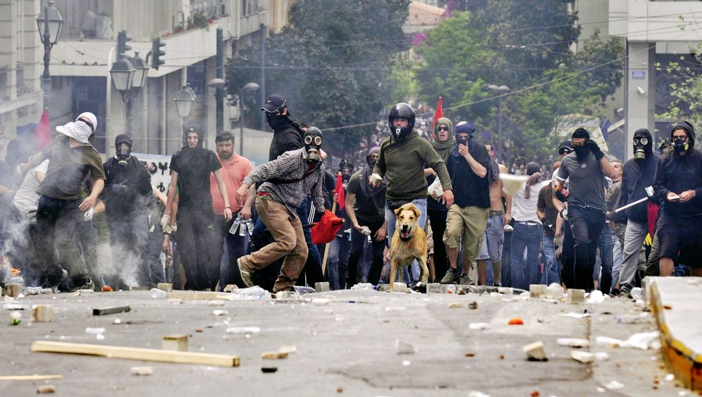 Photo Gallery: Greece's Herculean Task