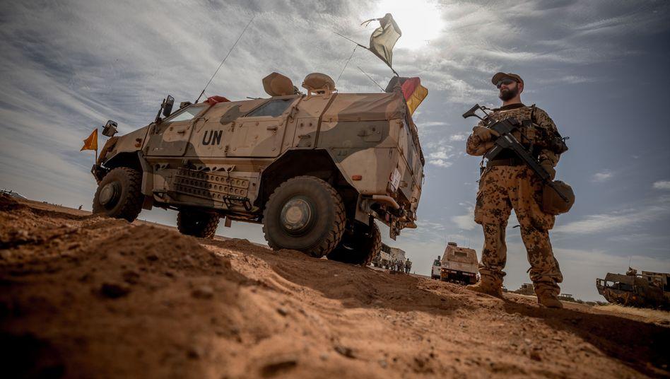 Gefährlicher Einsatz: Ein Soldat der Bundeswehr nahe dem Stützpunkt im malischen Gao