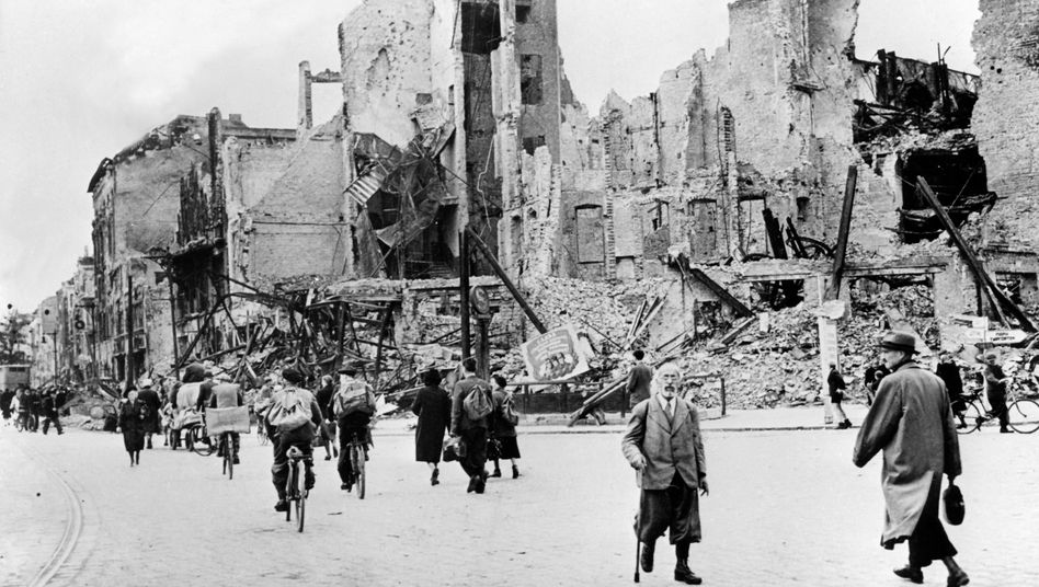 """Berlin 1945: """"Menschen, die vor den Trümmern ihrer Biografien standen"""""""