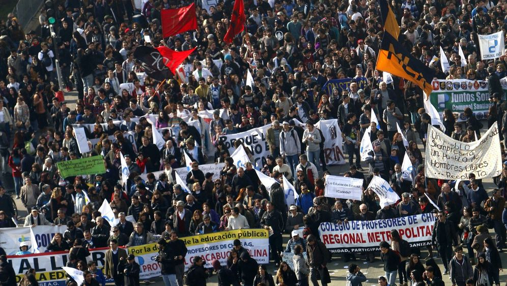 Photo Gallery: Moving Past Pinochet